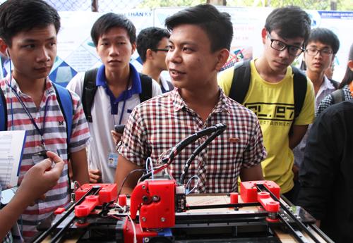 Sinh viên Sài Gòn chế tạo máy in 3D với 4 triệu đồng